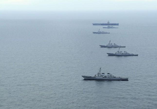Choáng ngợp tàu chiến Mỹ dàn quân phóng tên lửa trên biển ảnh 6