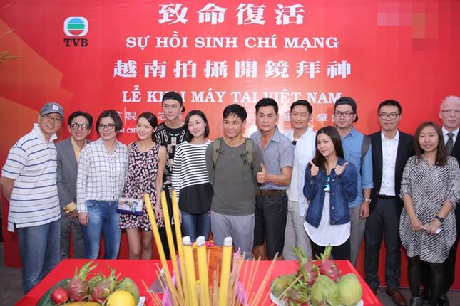 Dàn sao TVB giản dị trong buổi khai máy tại Việt Nam ảnh 10