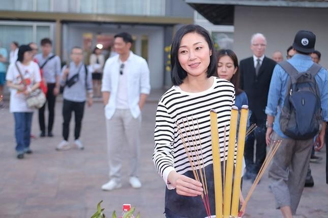 Dàn sao TVB giản dị trong buổi khai máy tại Việt Nam ảnh 5