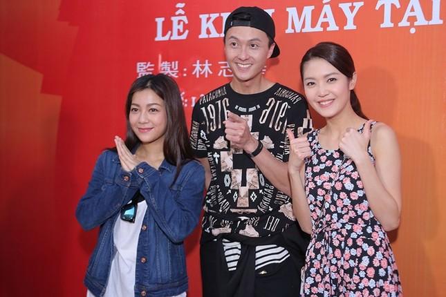 Dàn sao TVB giản dị trong buổi khai máy tại Việt Nam ảnh 8