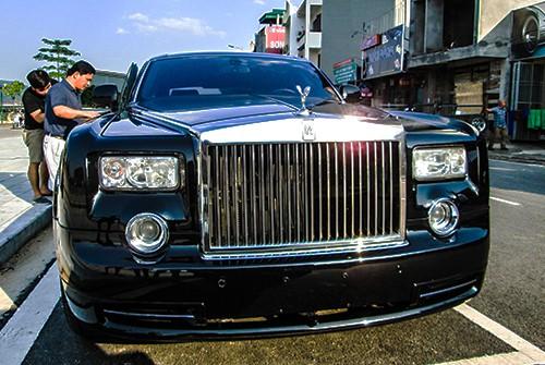 Đại gia Lào Cai tậu xe siêu sang Rolls-Royce Phantom ảnh 1