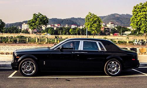 Đại gia Lào Cai tậu xe siêu sang Rolls-Royce Phantom ảnh 3