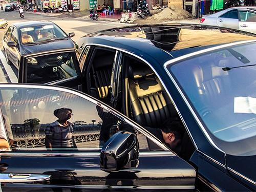 Đại gia Lào Cai tậu xe siêu sang Rolls-Royce Phantom ảnh 7