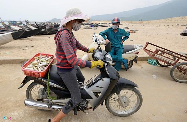 Ngư dân Hà Tĩnh ra khơi đánh cá ảnh 6