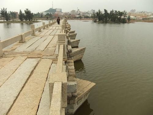 Mục kích cây cầu cổ bằng đá dài nhất Trung Quốc ảnh 3