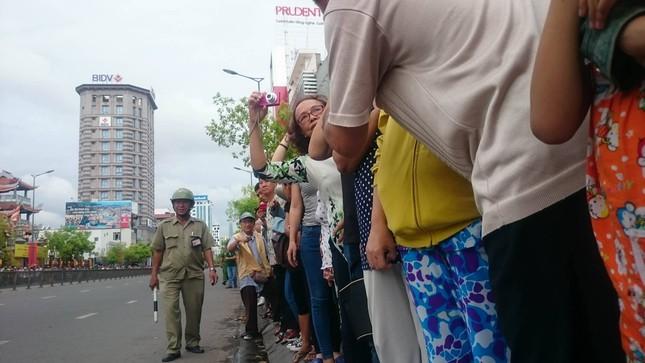 Người dân TP HCM háo hức đón Tổng thống Obama ảnh 12