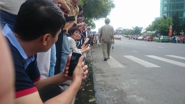Người dân TP HCM háo hức đón Tổng thống Obama ảnh 10