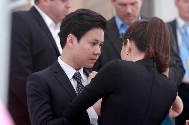 Hoa hậu Thu Thảo và bạn trai rạng rỡ đón Tổng thống Obama ảnh 3