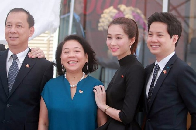 Hoa hậu Thu Thảo và bạn trai rạng rỡ đón Tổng thống Obama ảnh 4