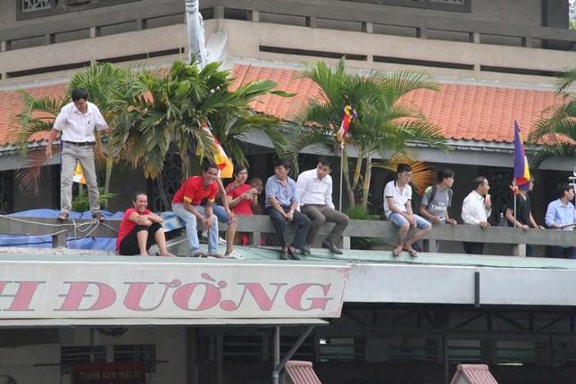 Người dân TP HCM háo hức đón Tổng thống Obama ảnh 14