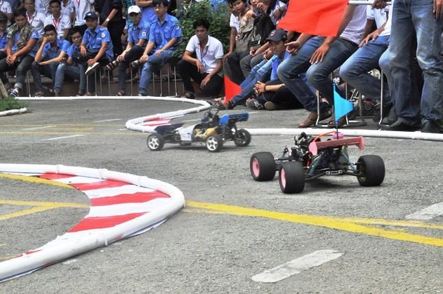 """Đua xe """"F1 tự chế"""" của sinh viên TPHCM ảnh 1"""