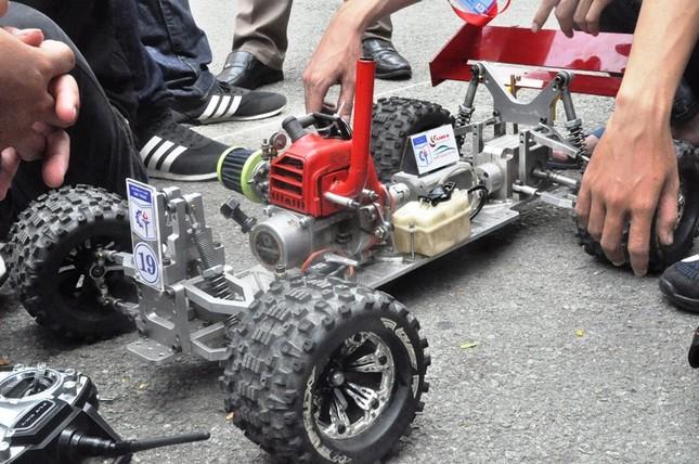 """Đua xe """"F1 tự chế"""" của sinh viên TPHCM ảnh 2"""
