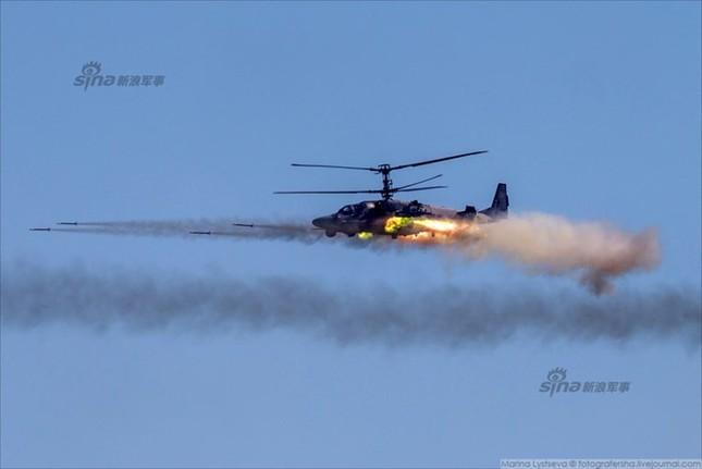 Mê hồn trực thăng Nga bắn rocket, múa trên không ảnh 1
