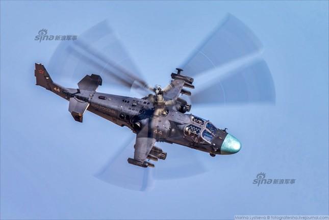 Mê hồn trực thăng Nga bắn rocket, múa trên không ảnh 10