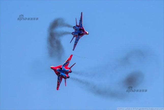 Mê hồn trực thăng Nga bắn rocket, múa trên không ảnh 13