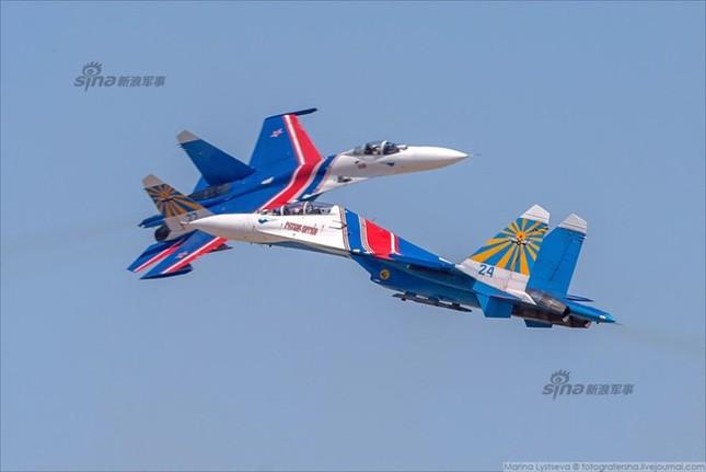 Mê hồn trực thăng Nga bắn rocket, múa trên không ảnh 15