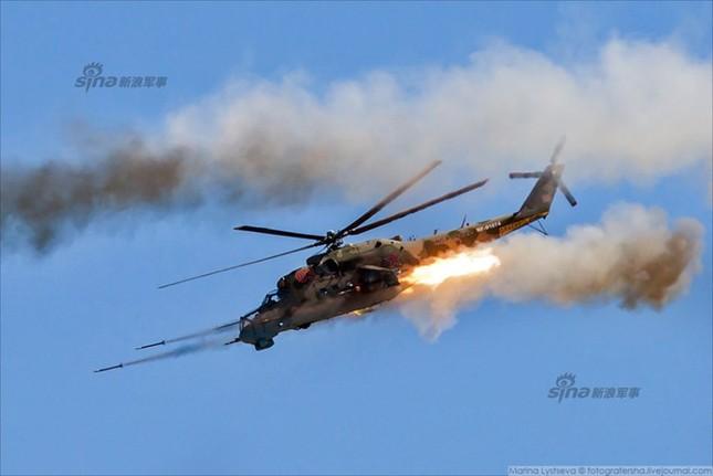 Mê hồn trực thăng Nga bắn rocket, múa trên không ảnh 2