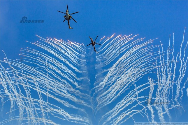 Mê hồn trực thăng Nga bắn rocket, múa trên không ảnh 3