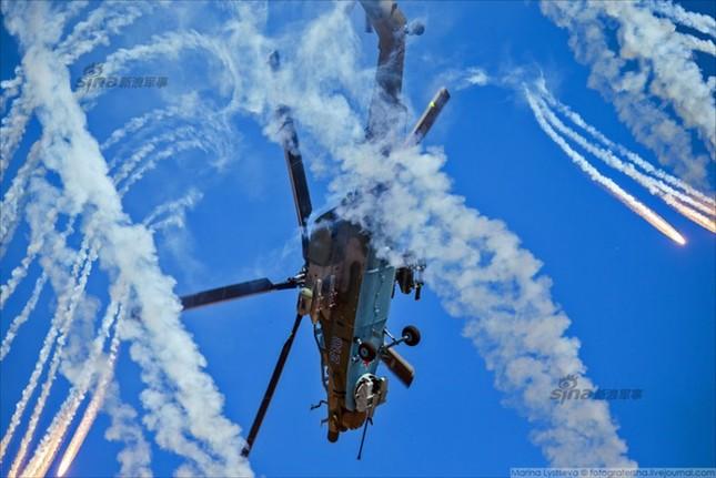 Mê hồn trực thăng Nga bắn rocket, múa trên không ảnh 4