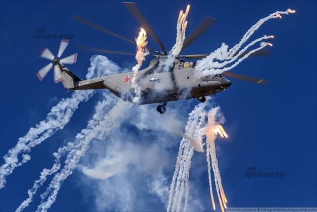Mê hồn trực thăng Nga bắn rocket, múa trên không ảnh 7