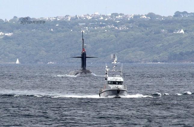 Nhìn gần tàu ngầm hạt nhân 'dát vàng' của Pháp ảnh 12