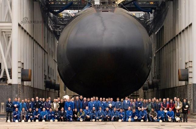 Nhìn gần tàu ngầm hạt nhân 'dát vàng' của Pháp ảnh 1