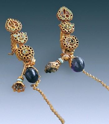 Bộ trang sức nạm đầy ngọc quý trong cổ mộ nữ quý tộc ảnh 1