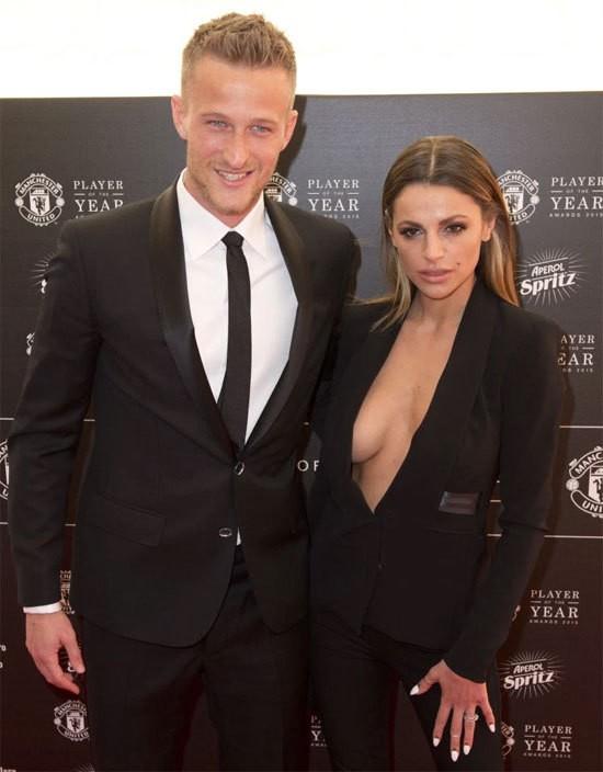 Cựu thủ môn Man Utd chia tay vợ đẹp ảnh 1