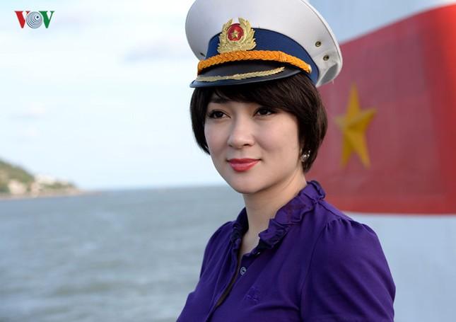 Ảnh hiếm về Hoa hậu Việt Nam đầu tiên ra Trường Sa ảnh 1