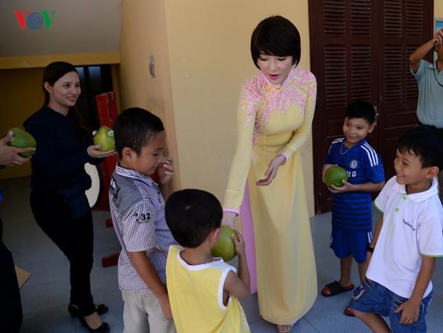 Ảnh hiếm về Hoa hậu Việt Nam đầu tiên ra Trường Sa ảnh 7