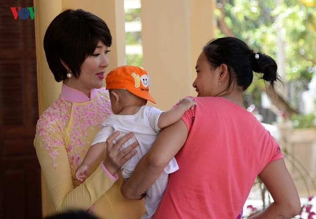 Ảnh hiếm về Hoa hậu Việt Nam đầu tiên ra Trường Sa ảnh 8
