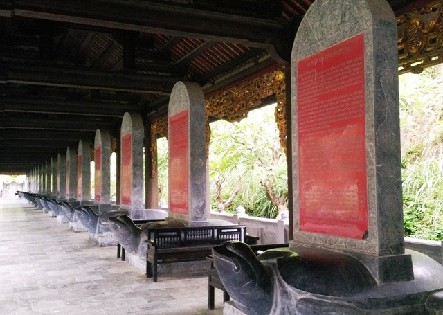 Cận cảnh bia đá khổng lồ trong ngôi chùa lớn nhất Việt Nam ảnh 8