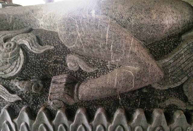 Cận cảnh bia đá khổng lồ trong ngôi chùa lớn nhất Việt Nam ảnh 3