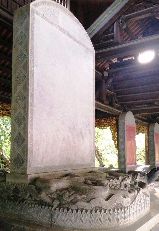 Cận cảnh bia đá khổng lồ trong ngôi chùa lớn nhất Việt Nam ảnh 7