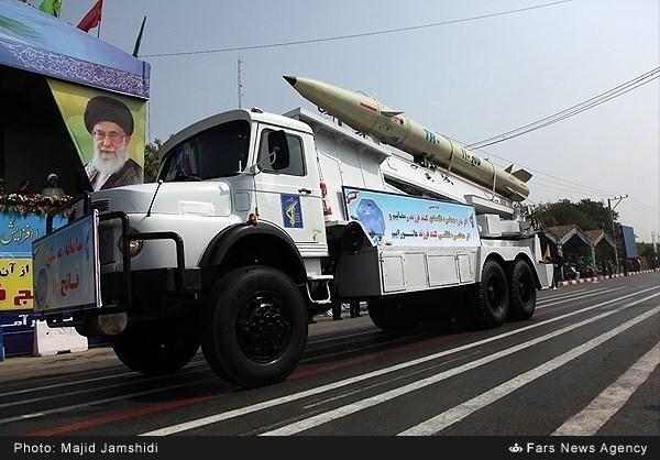 Mục kích dàn vũ khí 'khủng' của quân đội Iran ảnh 12