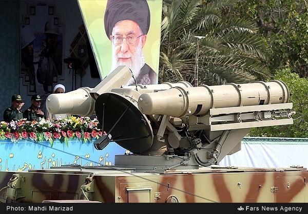 Mục kích dàn vũ khí 'khủng' của quân đội Iran ảnh 18