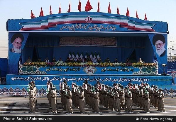 Mục kích dàn vũ khí 'khủng' của quân đội Iran ảnh 2