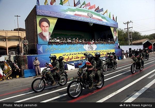Mục kích dàn vũ khí 'khủng' của quân đội Iran ảnh 5