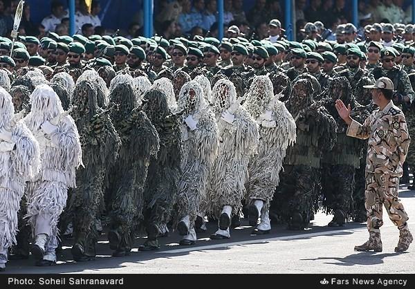 Mục kích dàn vũ khí 'khủng' của quân đội Iran ảnh 1