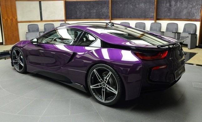 BMW i8 độ chính hãng màu độc tại Abu Dhabi ảnh 1