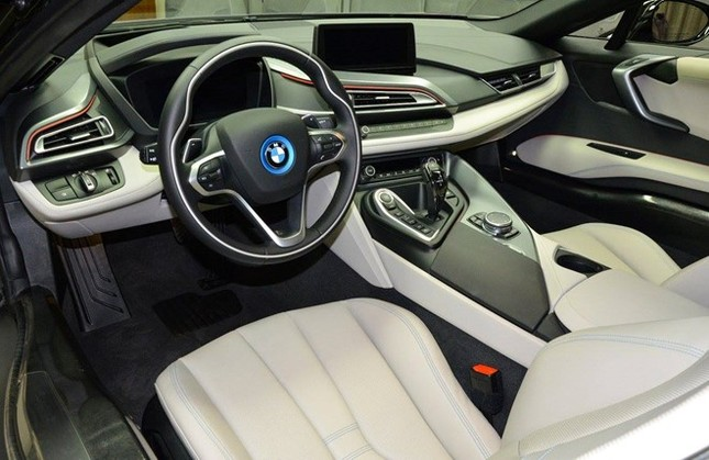 BMW i8 độ chính hãng màu độc tại Abu Dhabi ảnh 4