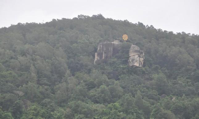 Lắp thiết bị ở khe núi Bạch Vân dò tìm trực thăng gặp nạn ảnh 5
