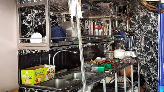 Bên trong quán karaoke bị cháy khiến 13 người chết ảnh 7