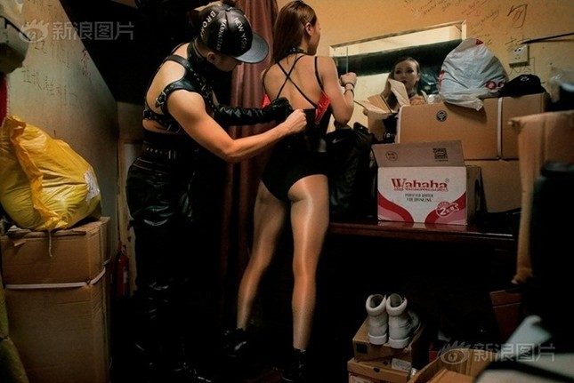 Cuộc sống của nam, nữ vũ công trong hộp đêm Trung Quốc ảnh 3