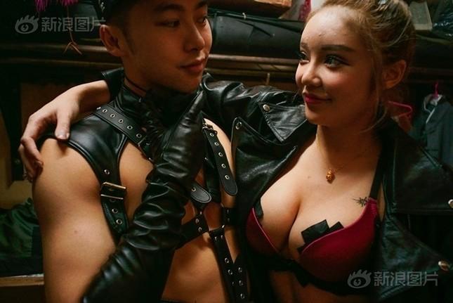 Cuộc sống của nam, nữ vũ công trong hộp đêm Trung Quốc ảnh 4