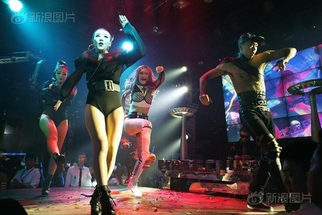 Cuộc sống của nam, nữ vũ công trong hộp đêm Trung Quốc ảnh 6