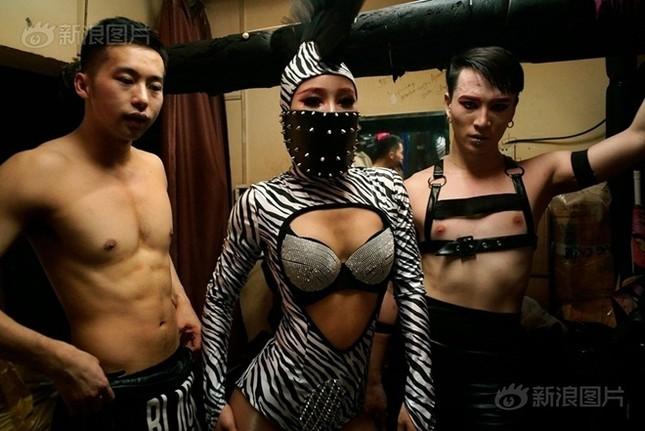 Cuộc sống của nam, nữ vũ công trong hộp đêm Trung Quốc ảnh 9