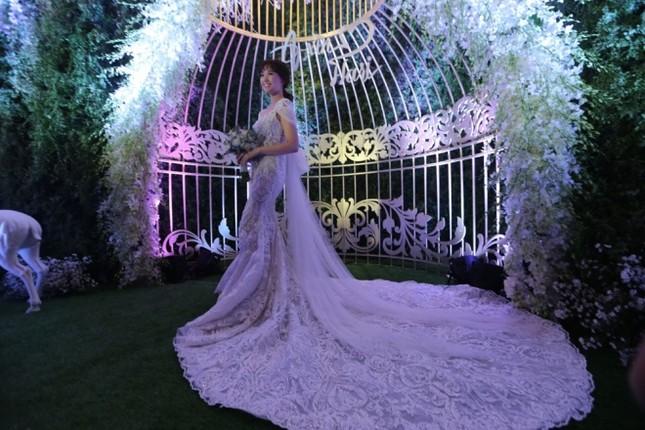 Ba bộ cưới lộng lẫy của cô dâu Hari Won ảnh 4