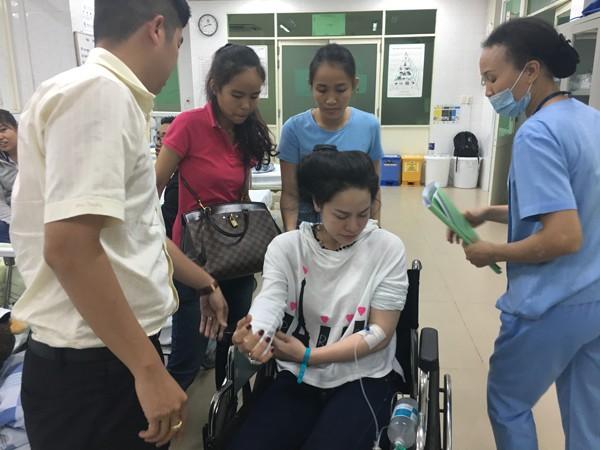 Nhật Kim Anh co giật và ngất xỉu trên chuyến bay từ Mỹ về ảnh 6