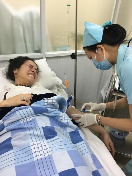 Nhật Kim Anh co giật và ngất xỉu trên chuyến bay từ Mỹ về ảnh 2